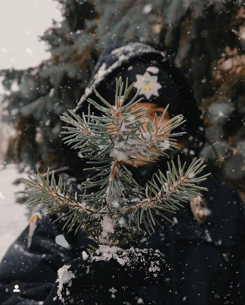 Найближчими днями не забувайте рукавички і шапки вдома! ❄❄  За даними УкрГідрометцентру, 15-16 січня в Україні очікується зниження температури: вночі до 12-18° морозу, місцями в північних областях до 21° морозу, вдень до 10-16° морозу; 17-18 січня холодна погода утримається. https://t.co/NqcsexnqHz