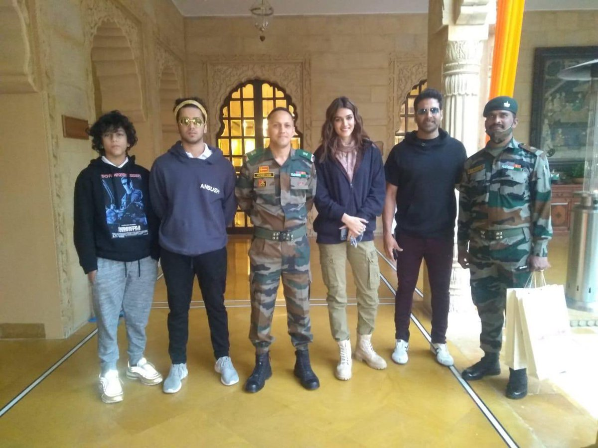 Celebrating Indian #ArmyDay with the #IndianArmy! #SajidNadiadwala, #NGEFamily & the #BachchanPandey gang salutes all the soldiers for their bravery & selfless services 🇮🇳  @akshaykumar @kritisanon @Skhannadiadwala @SufyanNadiadwa4   @WardaNadiadwala  #Jaisalmer #IndianBorder