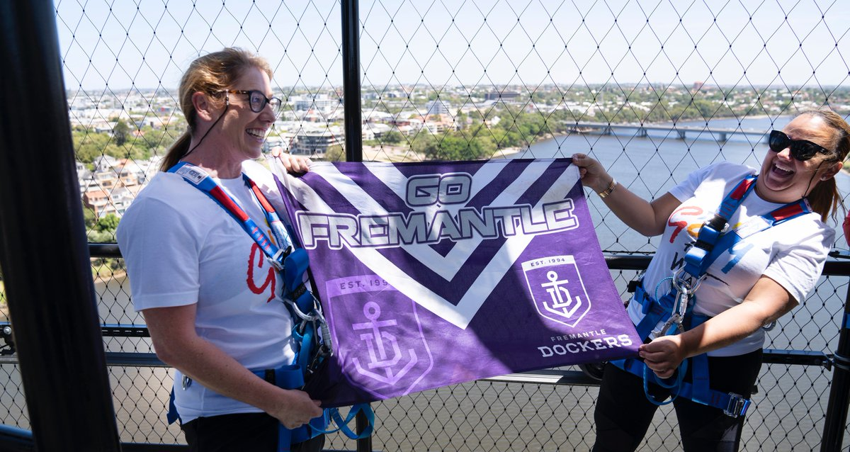 I couldn't resist… I had to take a Fremantle Dockers flag too! 😉