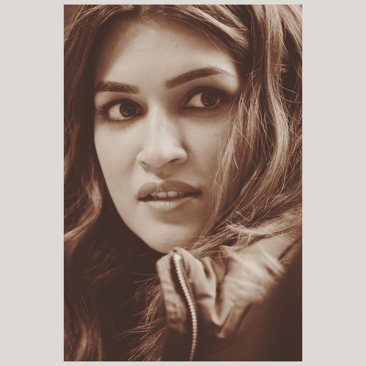 Her eyes were Deep and honest And they never changed.  That's the kind of love She craved for.. ❤️  —Kriti Sanon #SanonScribbles