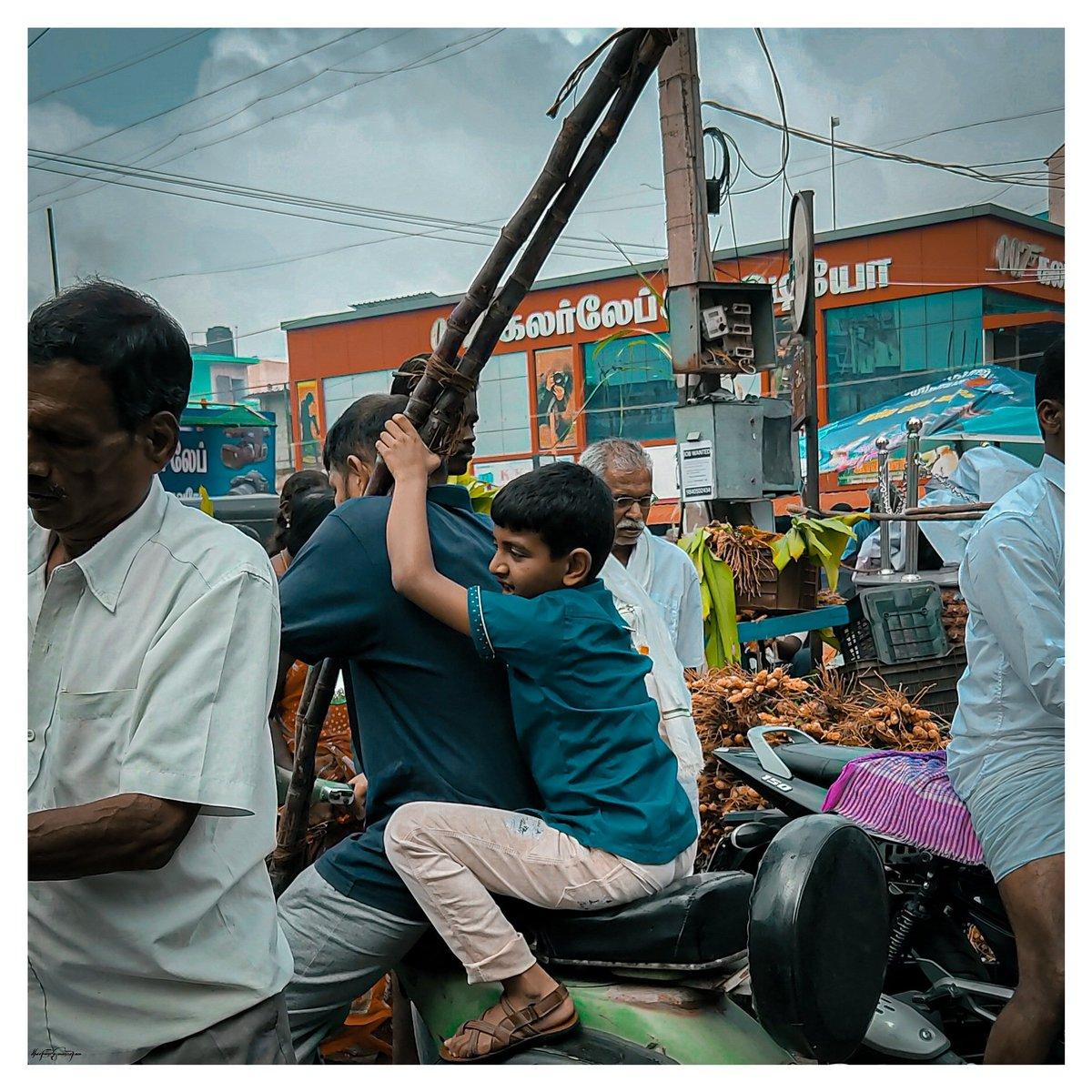 Father & Son, a messy bond, filial relationship👨👦 Moment caught while I'm purchasing with my Appa. #வழிப்போக்கன் #fatherson #vintage #Scooter   #streetsoftamilnadu #streetsofindia #Pongal #perambalur #TamilNadu #India @RedmiSupportIN #note9pro  @Lightroom  #dheepanmanickam
