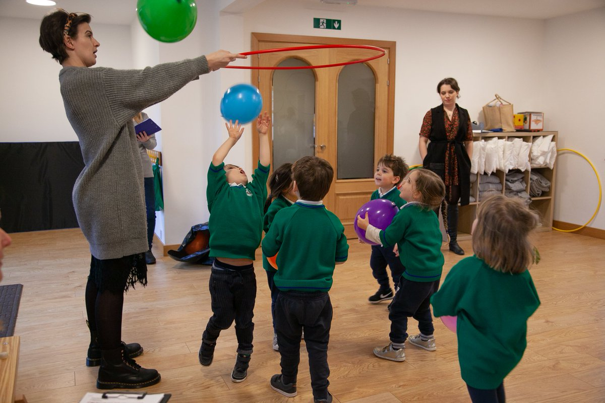 There's no better way to get brains working, get the kiddies ready to focus or just tire them out a bit than with some daily exercise 🤾♀️   These #balloon games certainly tick all the boxes 👉  Photo credit: Mount Carmel Kindergarten   #PlayAtHome