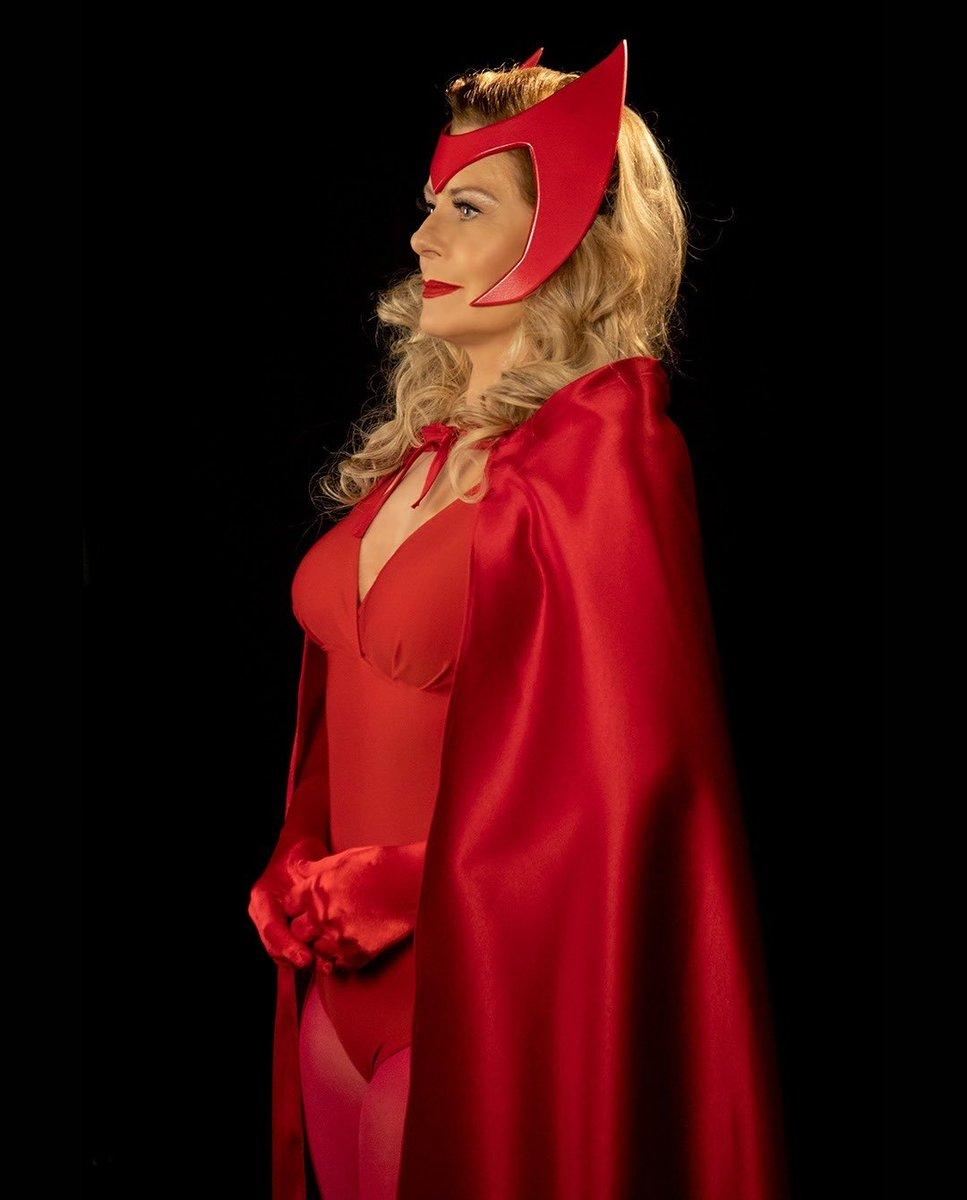 Que tal uma Versavision na sua sexta-feira? Melhor cosplay de #WandaVision!   #Wanda #Marvel