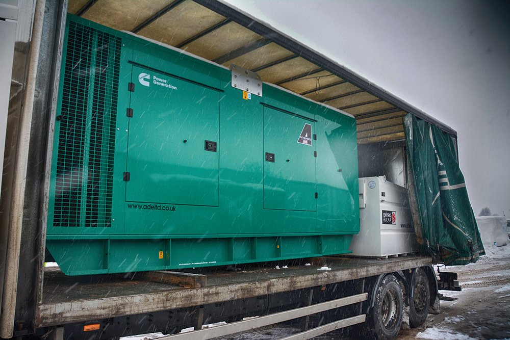 #Cummins 500kVA #DieselGenerator & Western Global fuel tank being delivered to a #DataCenter near #Edinburgh #Scotland  #DieselGenerators #Generators #Friyay #Fridayfeeling #FelizFinde #FridayMotivation #FridayThoughts #FridayVibes #HayırlıCumalar #金スマ #AskMewSuppasit