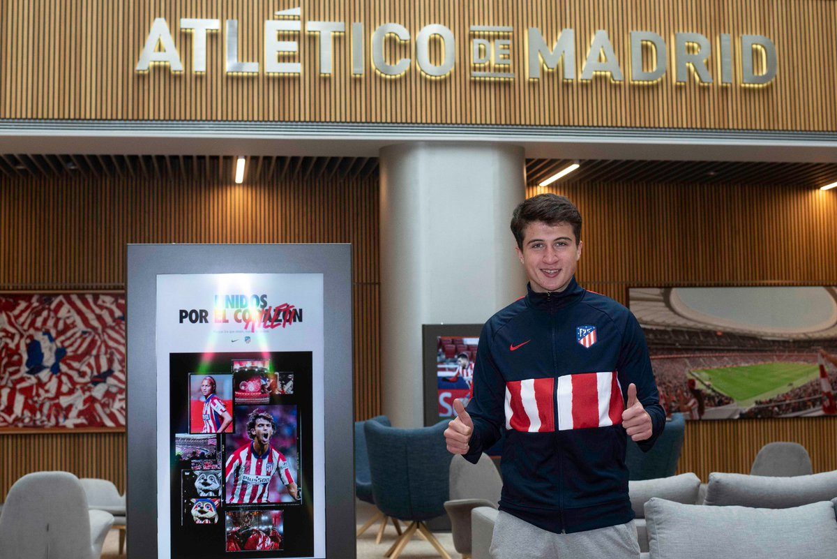 FICHAJE 🖊 David Fernández es nuevo jugador rojiblanco El mediapunta asturiano procede de la @UPLangreo y firma hasta 2023. ¡Bienvenido! 😃 ➡   🔴⚪ #AúpaAtleti