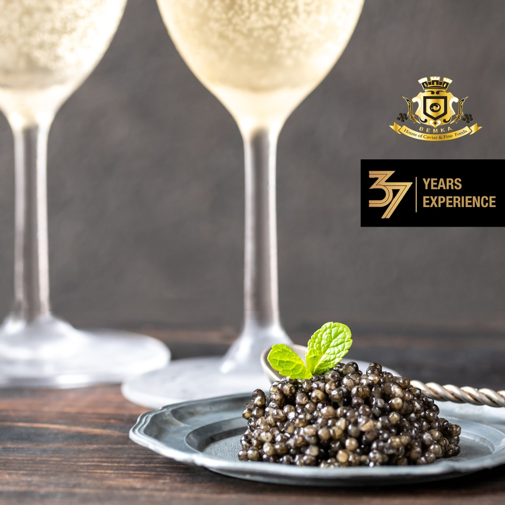 Your dose of Friday! Caviar & champagne Friday Energy ⚡️ Visit:   link is in Bio @houseofcaviar_finefoods #weekend #friyay #love #instagood #happy #style #fun #picoftheday #fridayfeeling #weekendvibes #friends #drinks #inspiration #instadaily #ootd