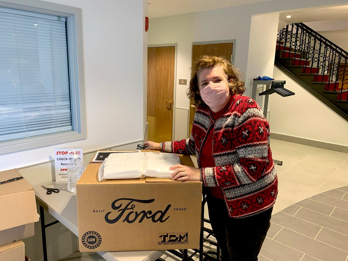 TRPIL would like to sincerely thank Dan Wind (of @WoltzWindFord and @washington_ford) and @Ford for their generous donation of 1,000 masks, as part of Ford's #FinishStrong campaign (Pictured: Chief Development Officer, Joann Naser, accepting the donation). (CONTINUED BELOW)