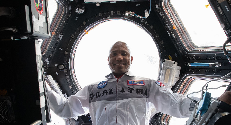 Coming up at 9:50am ET: a virtual conversation with @AstroVicGlover on the @Space_Station & quarterback Joshua Dobbs of the Pittsburgh @Steelers. Tune in for this live Earth-to-space call: