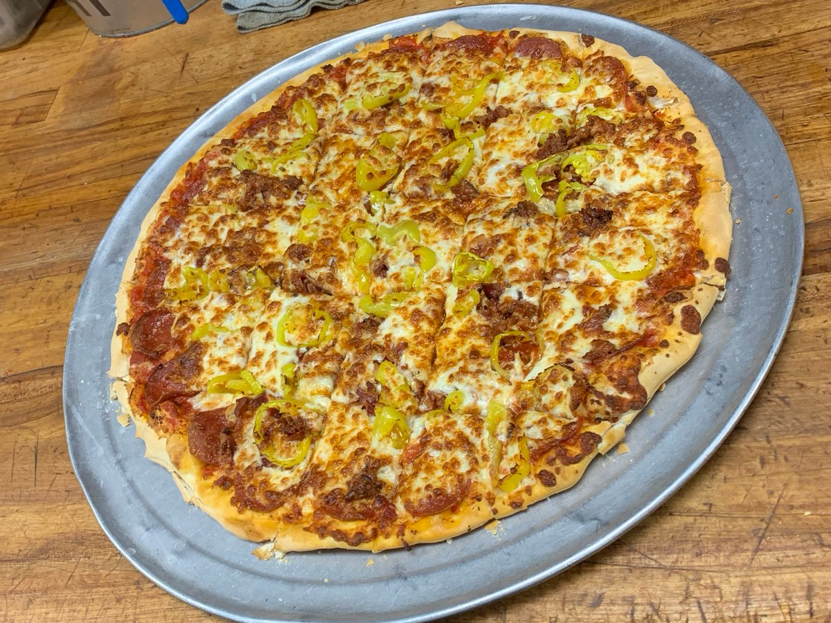 It's Friday! You know the drill.. Hit that RT button for your chance to win a free large one topping from Mister B's! Must follow to win. #FreePizzaFriday 🍕🍕