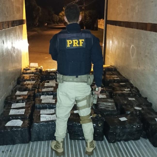 Motorista pula de caminhão em movimento e abandona carga de mais de uma tonelada de maconha na BR-277, diz PRF  #G1 #G1PR