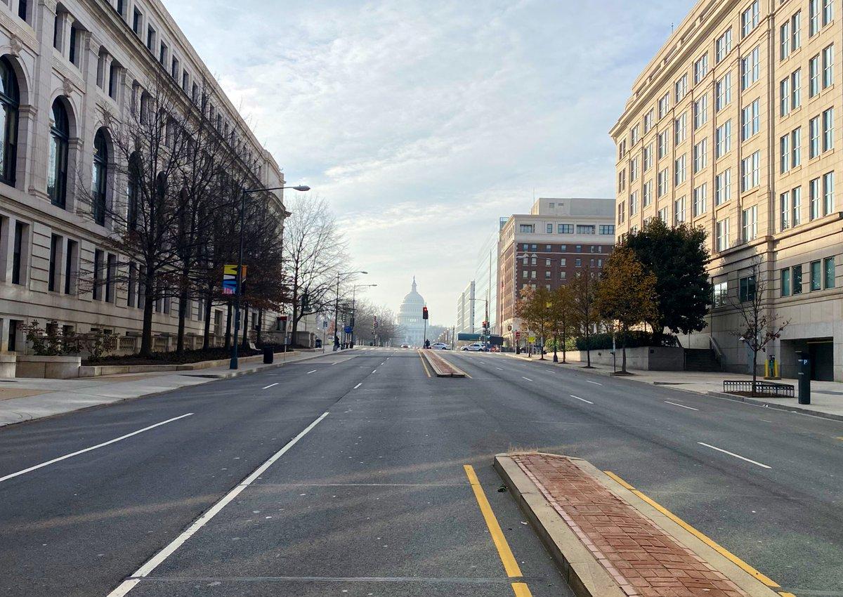 Replying to @gregphil: J - 5 avant #BidenInauguration. Washington DC bouclée. Ici, North Capitol St déserte. Impressionnant.