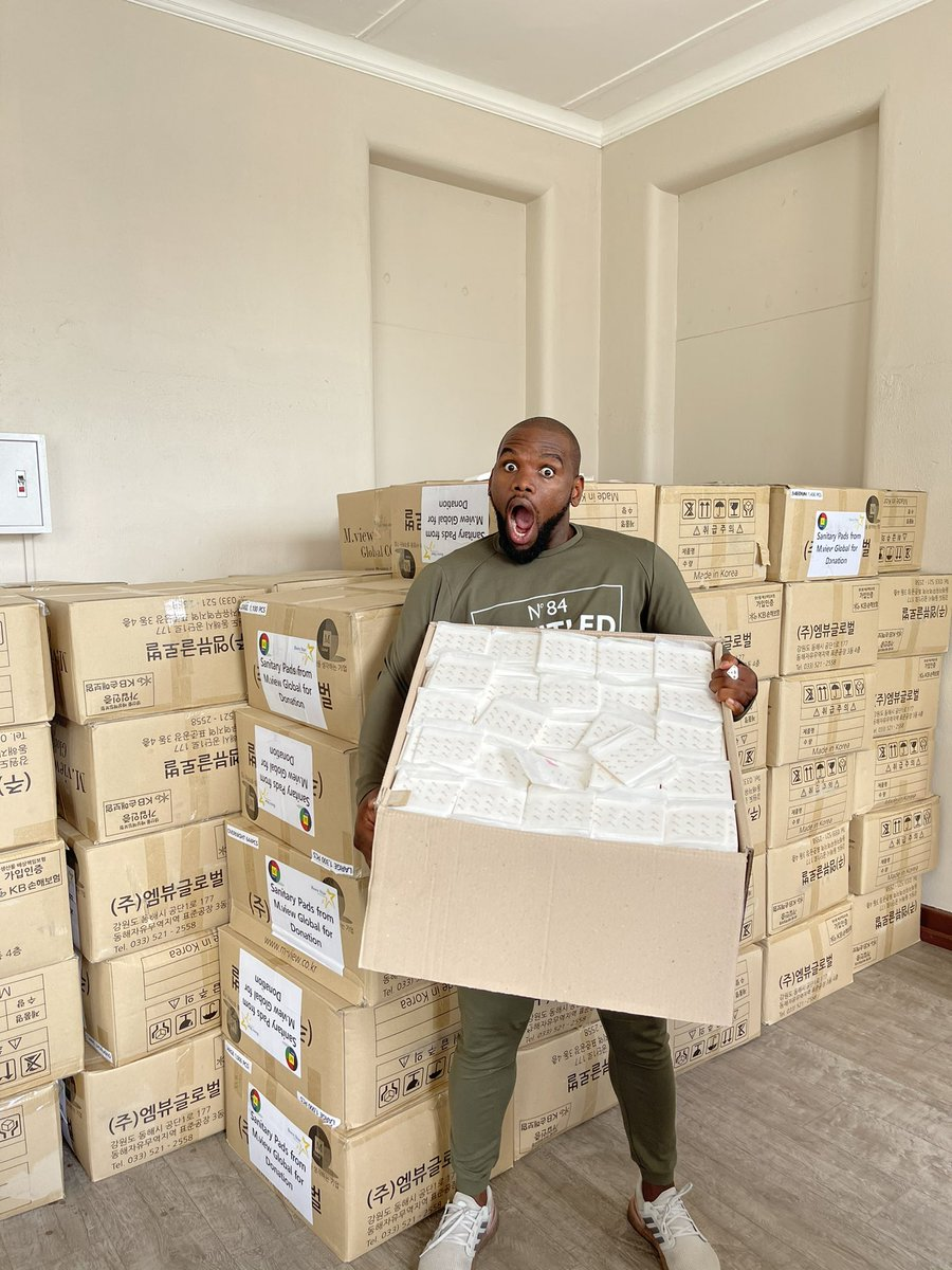 """200 000 sanitary pads  and 50 000 masks! R3.5 million worth! """"One person at a time"""" @GlblCtznAfrica @GlblCtzn"""