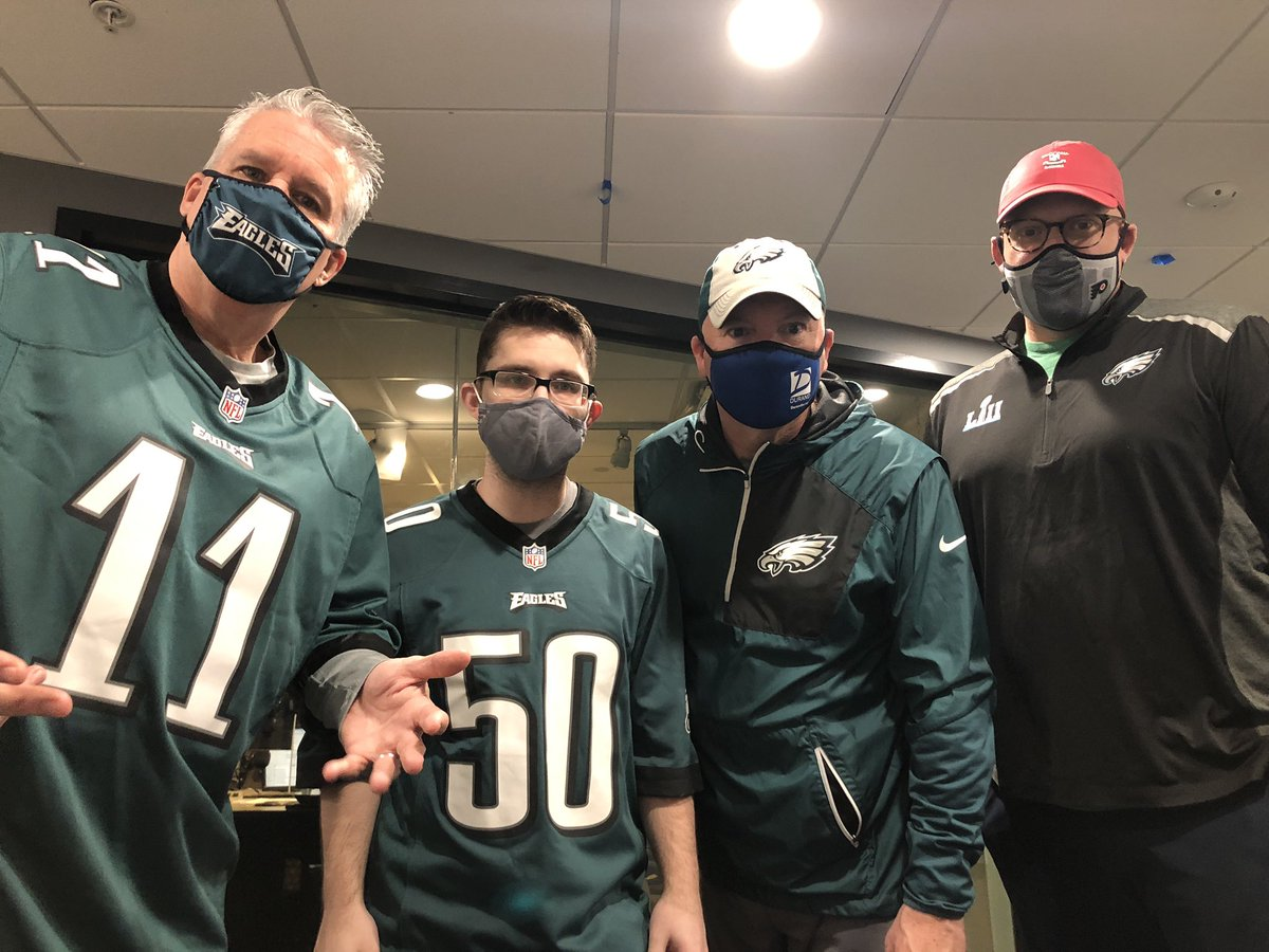 Coming up at 6am we tell the @Eagles....we need to have a talk. Have your voice heard! 👇