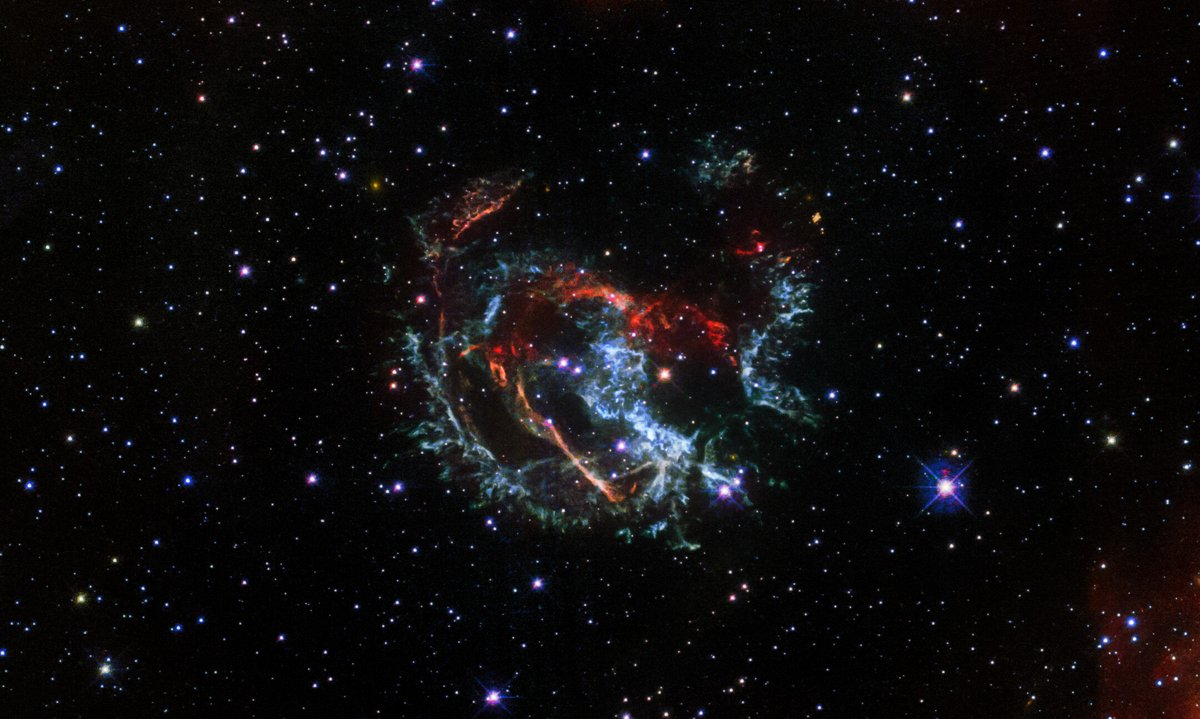 The NASA/ESA @HUBBLE_space Telescope has observed the supernova remnant 1E 0102.2-7219 to find a more accurate estimate of the age and locate the centre of the supernova blast 👉 esahubble.org/news/heic2102