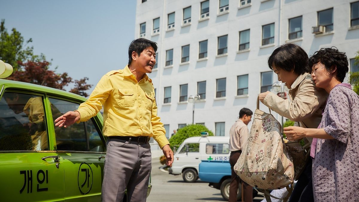 SONG KANG-HO WEEK A TAXI DRIVER (2017). Director: Jang Hoon. A cabbie becomes the reluctant hero of the 1980s Gwangju Uprising in a heartfelt and impassioned retelling of a remarkable real-life story. FULL REVIEW: ow.ly/uQ0l50D9eG5