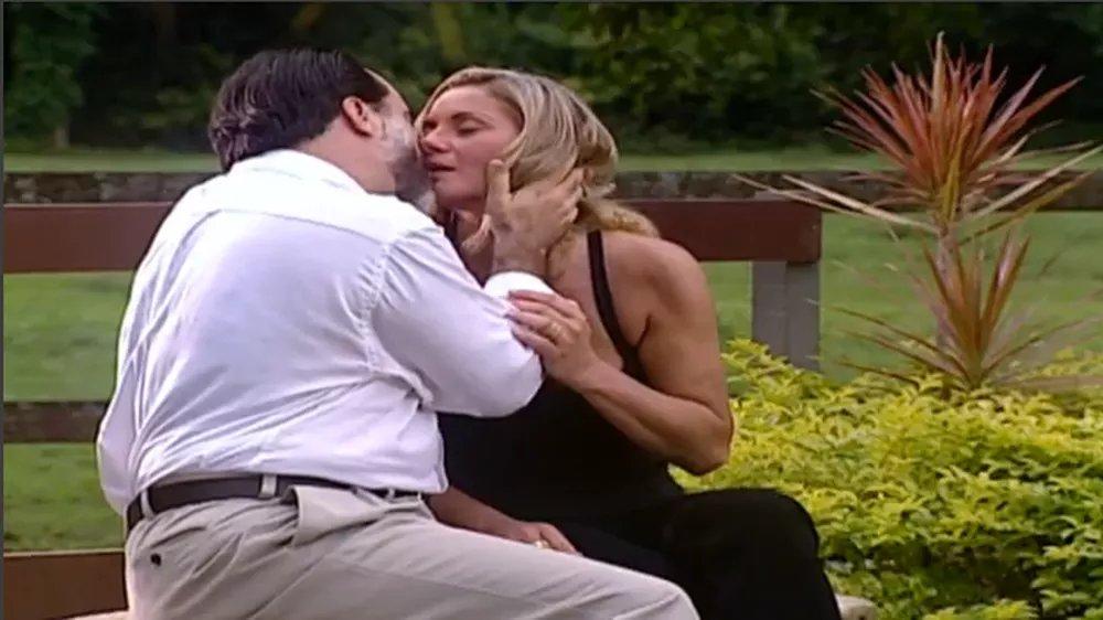 Pedro flagra beijo de Helena e Miguel e fica abalado  👉   #LaçosDeFamília