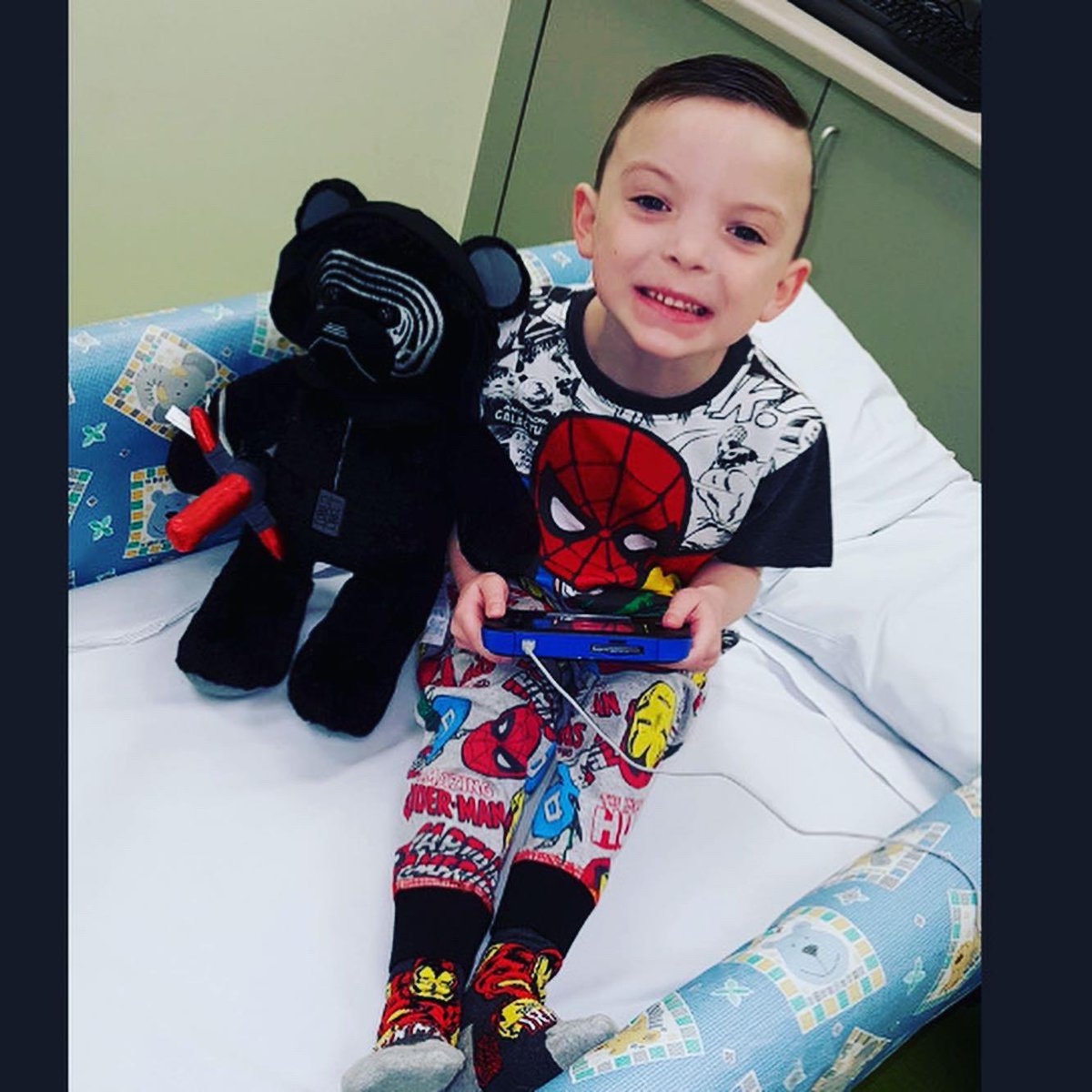 8yo Layton's 👦 encouraging children & young people to get active 🏃🏻♂️ Layton has #CysticFibrosis & despite having to take various meds with dail physio & lengthy hospital stays 🏥 he has a really positive attitude 💯👍  Keep doing what you're doing, Layton! 👏 #FeelGoodFriday