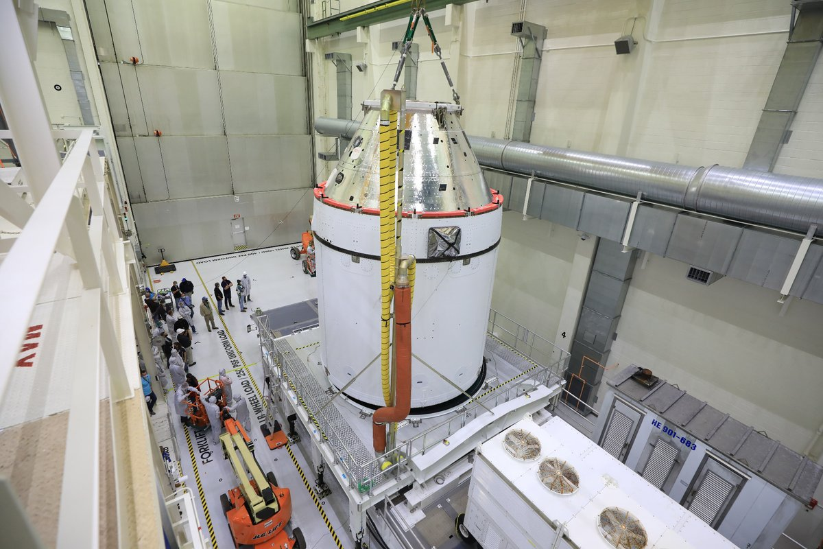 The @NASA_Orion and @esa European Service Module for the first #Artemis mission get closer to their flight to the Moon. Seen here on 14 January, the spacecraft is made ready for fuelling at @NASAKennedy 👉 nasa.gov/feature/orion-… (pic: NASA/B. Smegelsky)