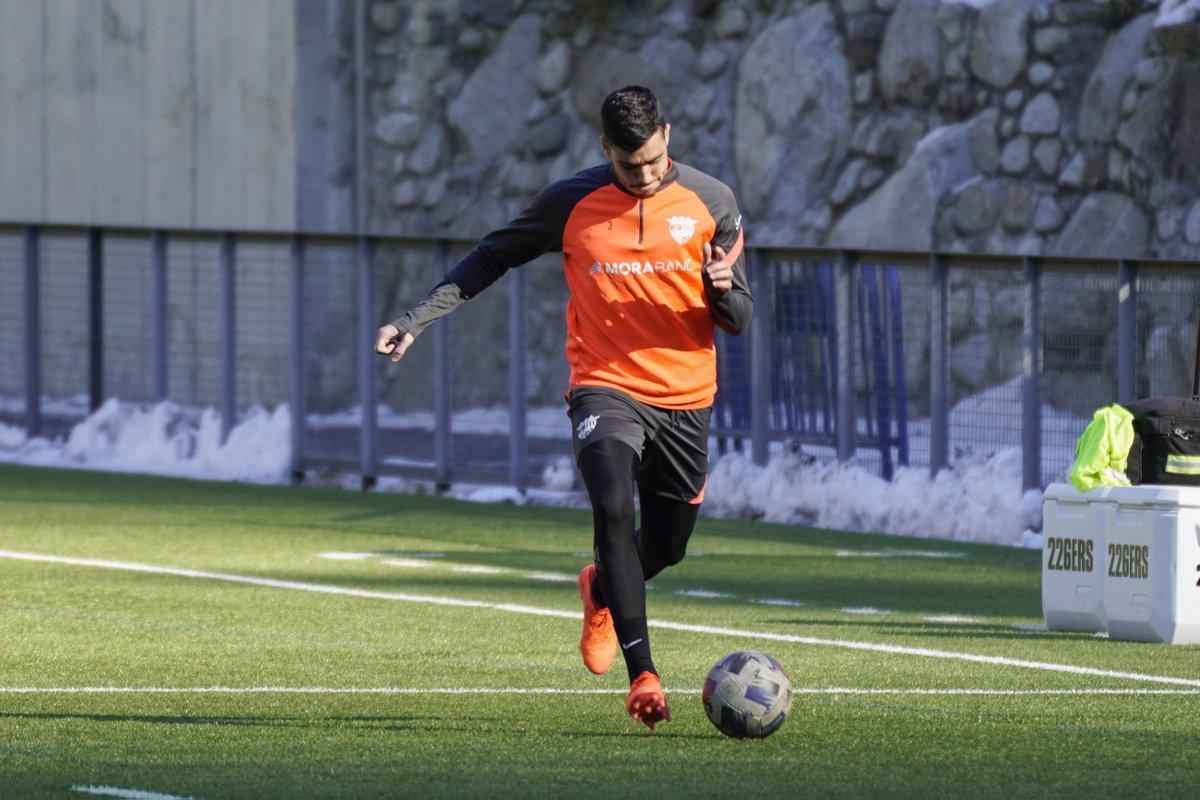 💪🏻 Jornada matinal d'entrenament, preparant el partit de diumenge contra la @UELlagostera   #SomTricolors 🔵🟡🔴