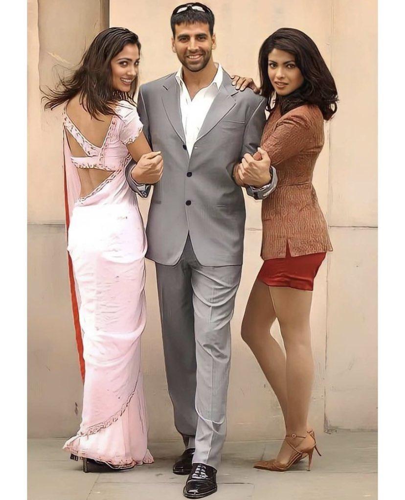 Check out this throwback to #AkshayKumar, #PriyankaChopra and #LaraDutta posing during the shoot of  #Andaaz.