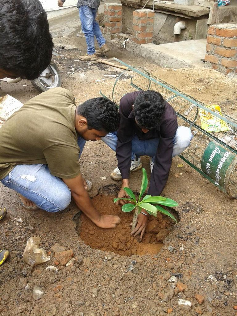 @colorosglobal This year I will try to spread more greeness by planting more trees n gifting to my friends, family members n others in special occasion as a memorable gift for a better, fresher n greener future, we want to see. #CreateMyAOD #staypositive #ThursdayThoughts #OPPOReno5