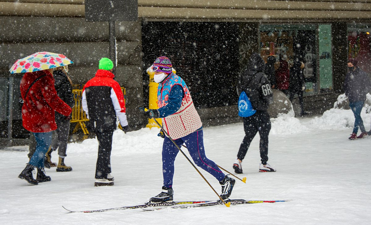 """""""DKV desarrolla medidas extraordinarias para ayudar a sus clientes afectados por la borrasca"""", hoy en @PymeSeguros.  Descubre más aquí 👉   #nieve #borrasca #seguro #cobertura"""