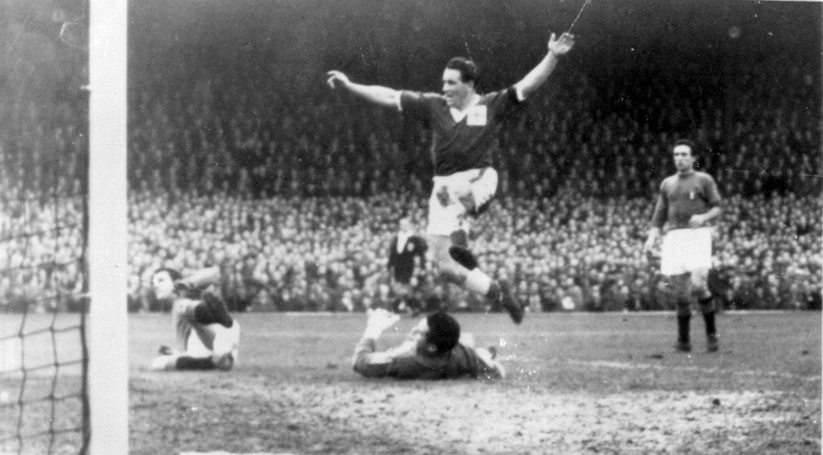 🗓️ #في_مثل_هذا_اليوم من عام 1958، تأهل منتخب أيرلندا الشمالية إلى #كأس_العالم للمرة الأولى في تاريخه بعد فوزه على بطل العالم مرتين 🇮🇹 منتخب إيطاليا بنتيجة 2⃣-1⃣ ليشارك في السويد 1958 🏆🇸🇪 التي وصل فيها إلى ربع النهائي!