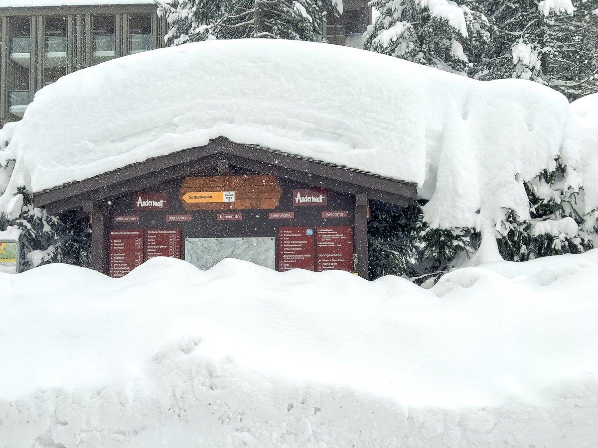 """Nur """"ein bisschen"""" Neuschnee in Andermatt.   #neuschnee #snow #freshsnow #weather #swissalps #inlovewithswitzerland #schweiz #Switzerland #andermatt #holidaydestination #travel @Tele1ZF @srfmeteo"""