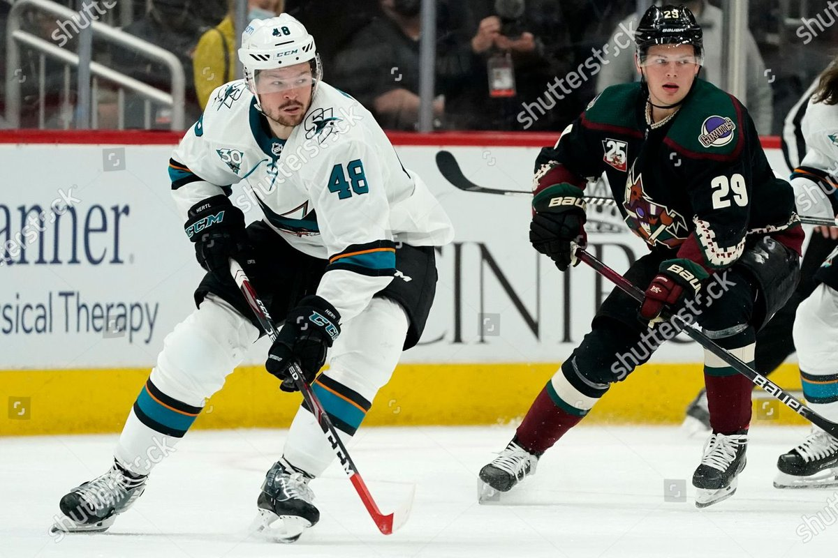 @geargeekhockey Tomas Hertl is now playing with a CCM Jetspeed (custom paint towards blade) replacing the Speedburner.