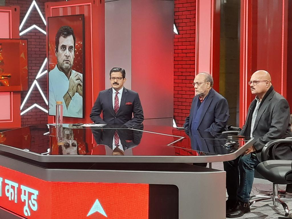 बस कुछ ही देर में @ABPNews के ब्रांड न्यू स्टूडियो से देश का मूड लाइव #DeshKaMoodOnABP  @awasthis @SanjayBragta @ramapaul2017 @ranjanmihir