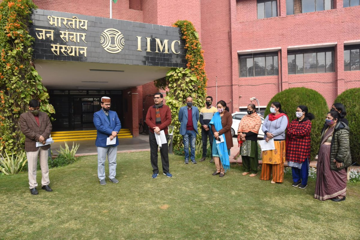 Swachhata Pledge was administered by DG IIMC Prof Sanjay Dwivedi to the faculty members & staff to mark the beginning of Swachhata Pakhwada today at IIMC.@ProfSanjay_IIMC @PIB_India @MIB_India @DDNewslive @airnewsalerts