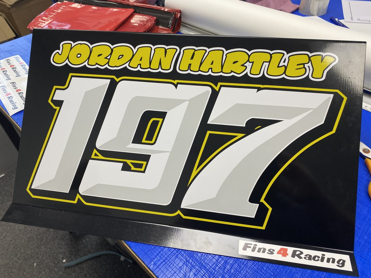 Roof fin done for Jordan Hartley to match his racing colours of yellow and black.  #bangers #bangerracing #rooffin #ovalracing #lookingafternumberone
