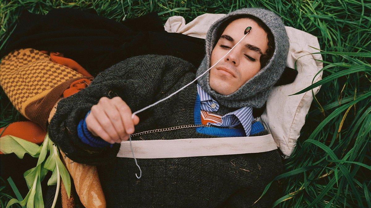 'Tumbado En El Jardín Viendo Atardecer' es el nuevo single de @sensenrajr. El plan es el siguiente: pon la mente en blanco, relaja el cuerpo, dale al play y disfruta de la experiencia.