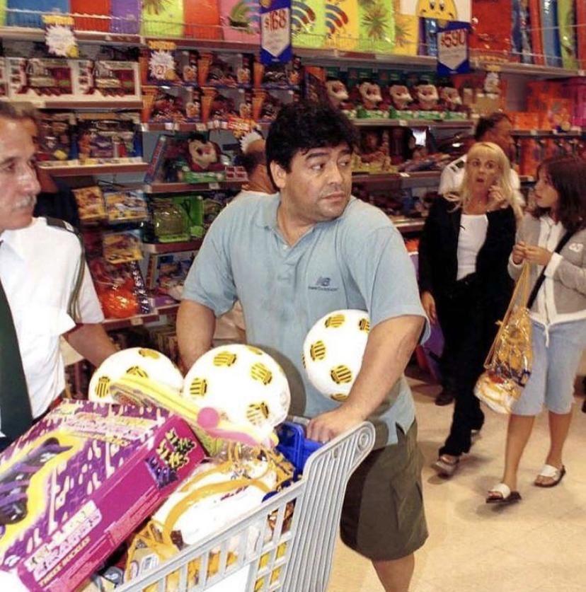 #FotoRetro  Maradona en Punta del Este, año 2000 🔙