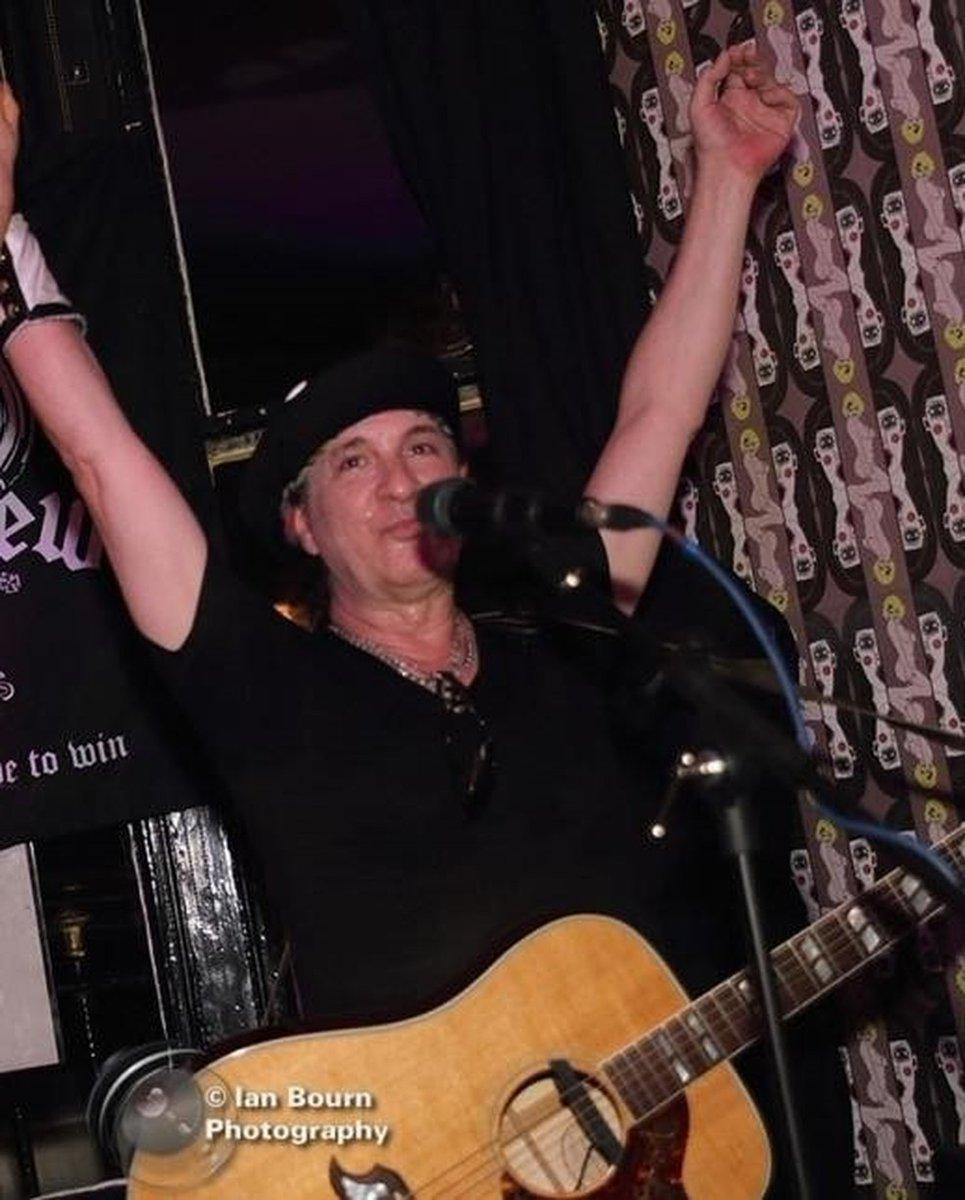 Sylvain Sylvain, guitarrista do New York Dolls, morre aos 69 anos  #G1