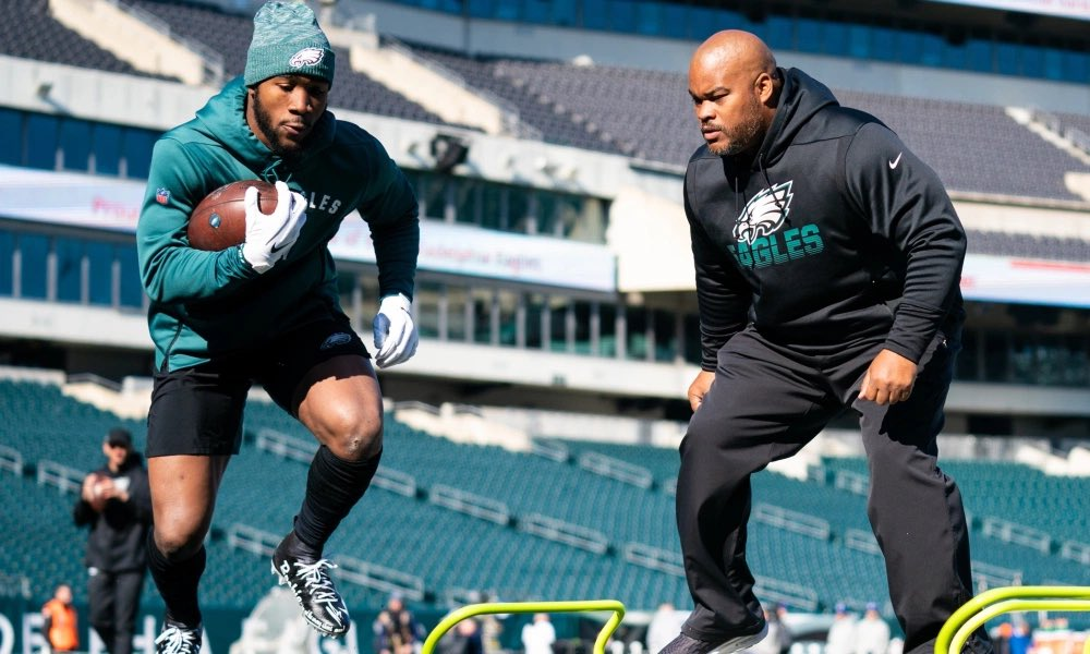 Source says Duce Staley will interview today in Palm Beach for Eagles head coaching job 👍🏼