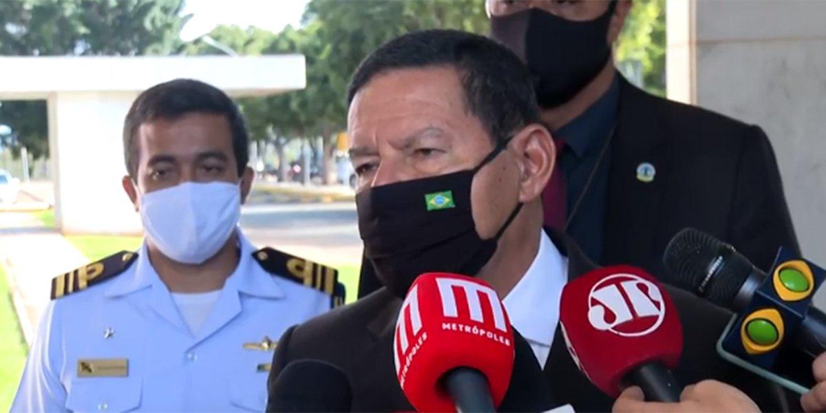 Com Manaus em colapso, Mourão diz que faz 'além do que pode'. Vice-presidente, porém, não detalhou o que governo está fazendo e afirmou que não era possível prever o colapso  #G1 #Manaus