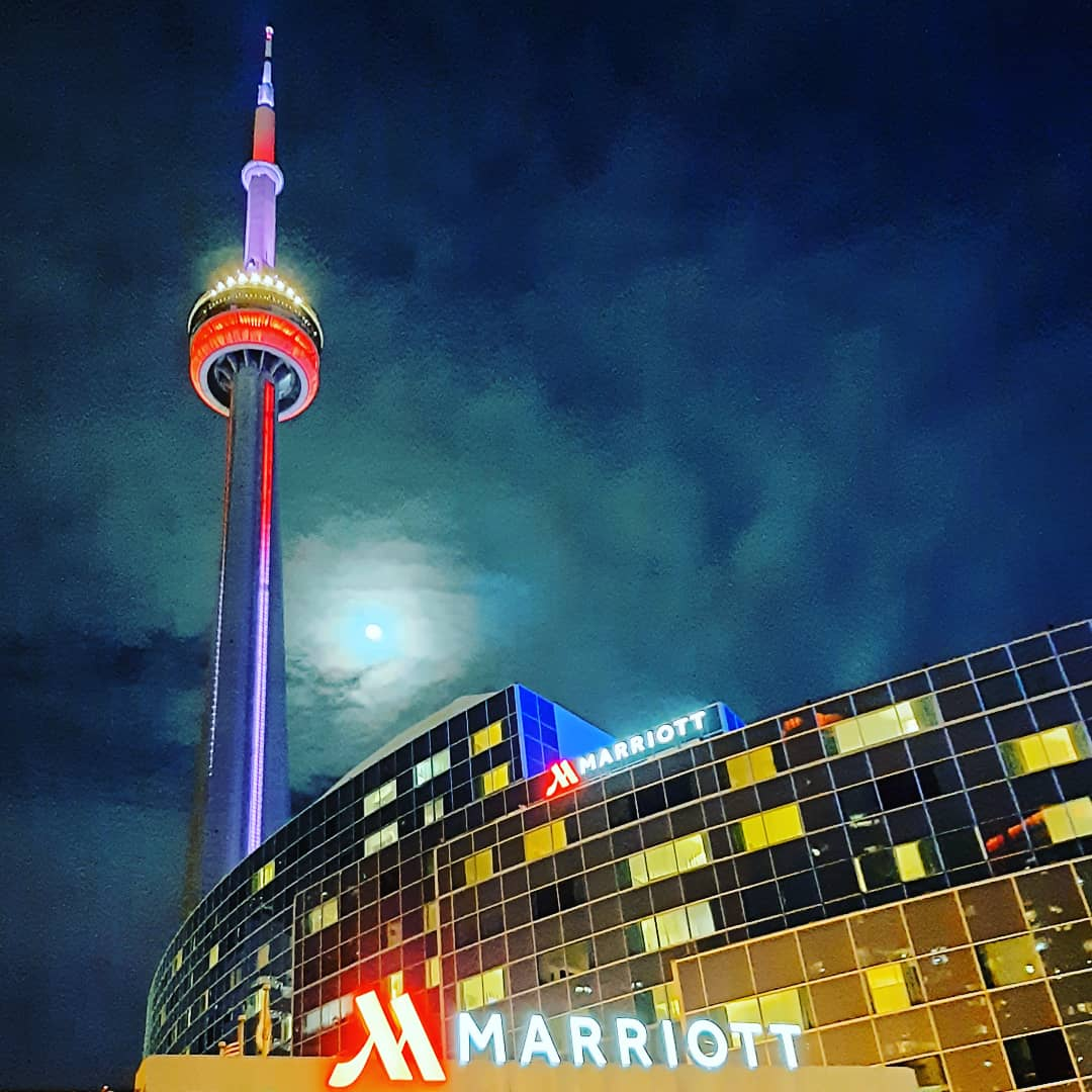 The Moon and Toronto Tower when leaving my Hotel to walk through the streets of Canada 🤙🏻😁 This is not an advertisement but I think Marriott should give me millions of points for this photo! 🤭 #perfect #city #night #toronto #tower #guy #travel #igers #urban #magic #photography