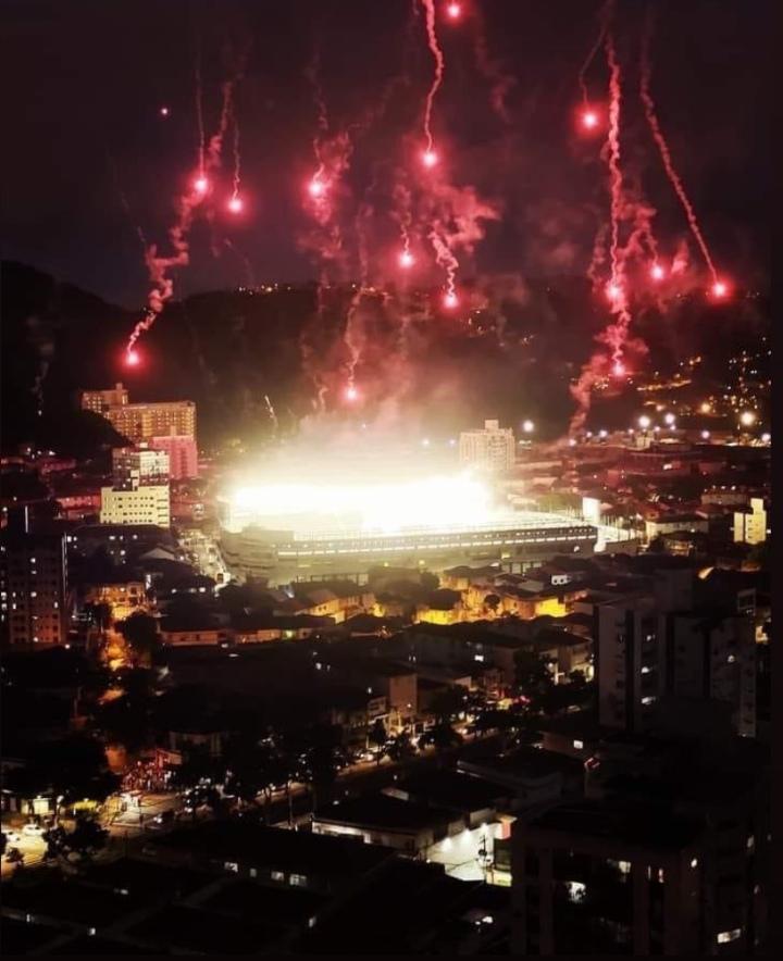 Santos vs Boca Juniors  Amanhã, em nosso canal, tem vídeo da cobertura que fizemos na vila. https://t.co/K4hA3h5AgJ
