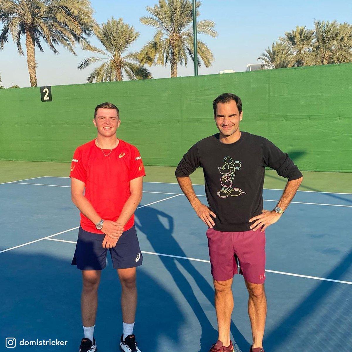¡Hola, Roger! 👋🇨🇭  Federer, que no participará del #AustralianOpen, entrenó durante la última semana junto a su joven compatriota Dominic Stricker, ganador del último #RolandGarros Junior. 😄  #TENISxESPN