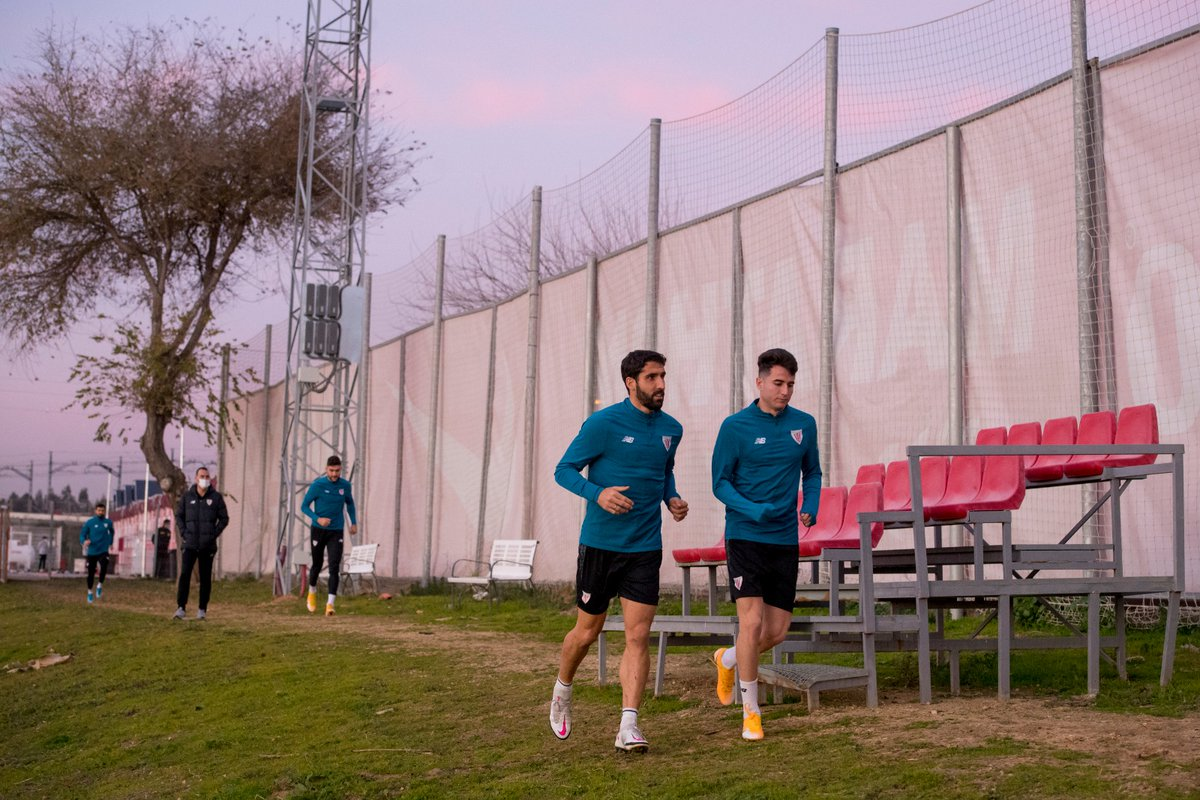 🔛🔥  Preparations for the #Supercopa final have begun 🏆  🤝 Thank you @SevillaFC_ENG for letting us use your facilities.  #BarçaAthletic #BiziAmetsa 💭