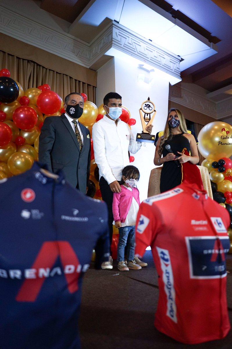 Mijines! Súper agradecido con @APDPEcuador por nombrarme el mejor deportista de Ecuador en 2020 🇪🇨🙏🏽 Fue lindo compartir el evento con otros grandes deportistas de muchas disciplinas. Nuestro deporte está más vivo que nunca 🤪 https://t.co/4pxRiX9alG