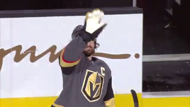 😂 Mark Stone is not letting an empty building ruin his three stars fun https://t.co/pBUQArCDpA
