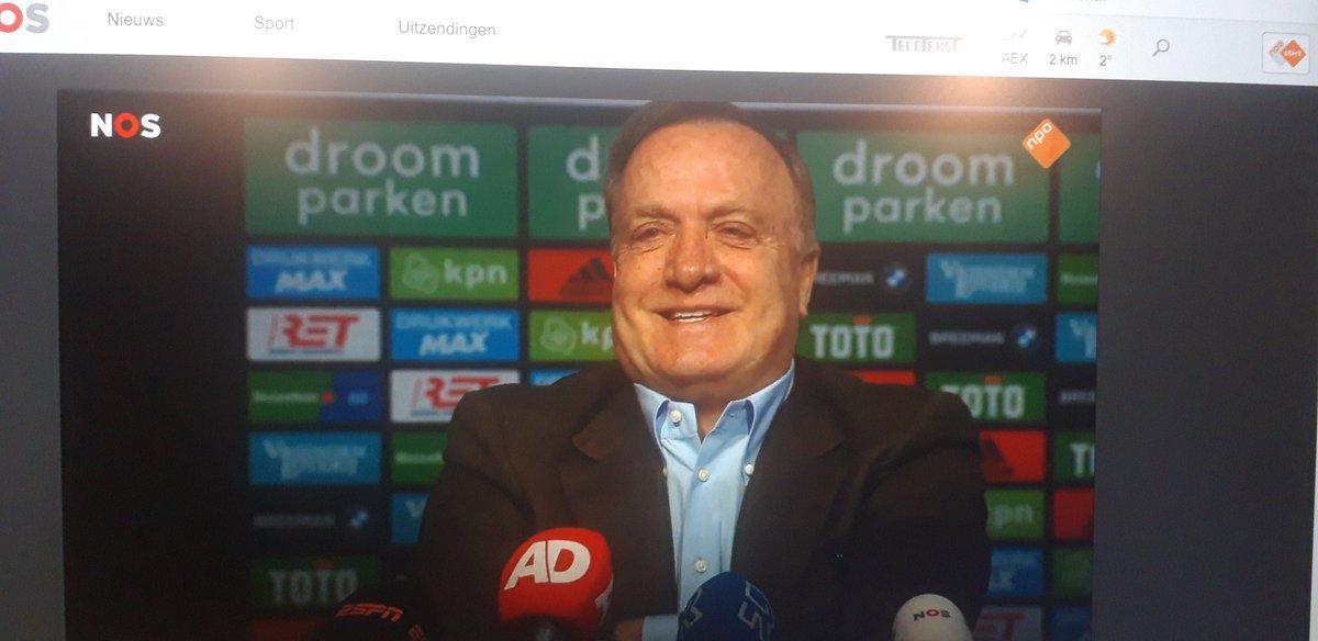 Hij zegt echt WIJ PSV wonnen bij Ajax, wat een man. #ajafey https://t.co/UBvoHO2U8A