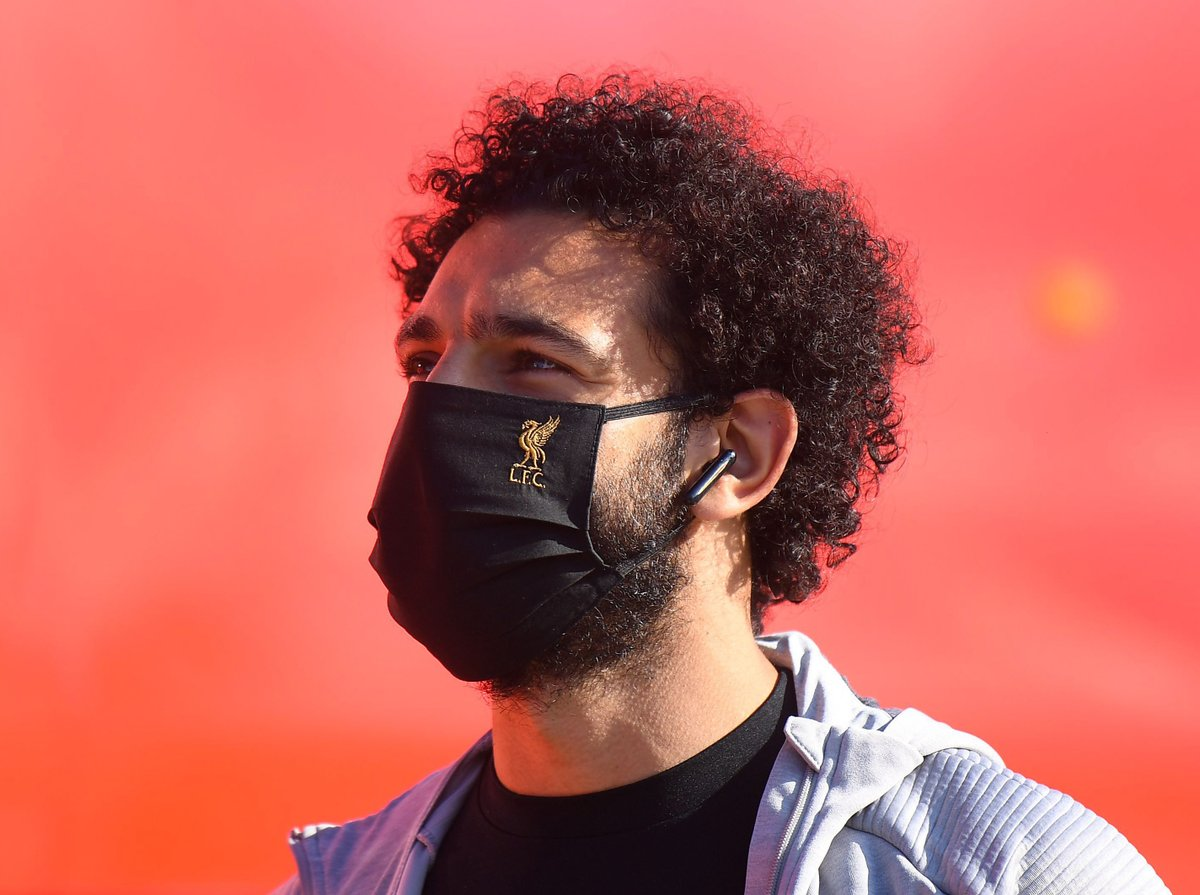 😷 Players and staff must wear masks at all time when in and travelling to the stadium, including the dressing room.  The only time masks won't be worn is during warm-up, while playing, walking to and from the pitch, during interviews and for Coaching staff on the bench  #PL