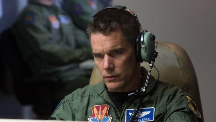 Guerra, missão e muito caos no #Corujão. 🎥::: 'Good Kill - Máxima Precisão'