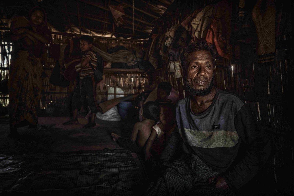 Feuer im #Rohingya-Flüchtlingslager in #Bangladesch: mehr als 3500 Menschen haben ihre Unterkunft verloren. Das verschärft die ohnehin schon prekäre Situation im Lager.  Unsere Partner meldeten, dass unsere Projekte vor Ort nicht betroffen sind. #childrensrights #refugees https://t.co/wgSJvVfmju