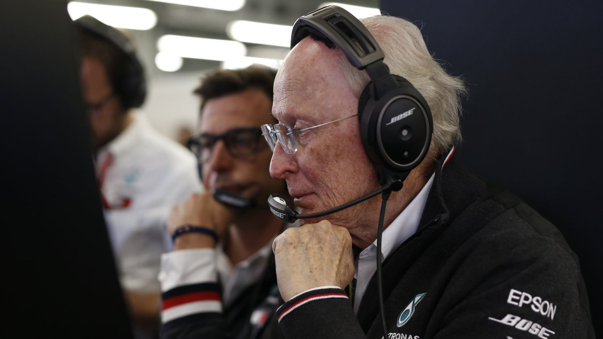 It is with deep sadness that we learned of the passing of former Daimler Board of Management member Professor Juergen Hubbert.  Juergen was a true friend and supporter of the team, and played a crucial role in Mercedes motorsport history. https://t.co/SY9u7ppVT1