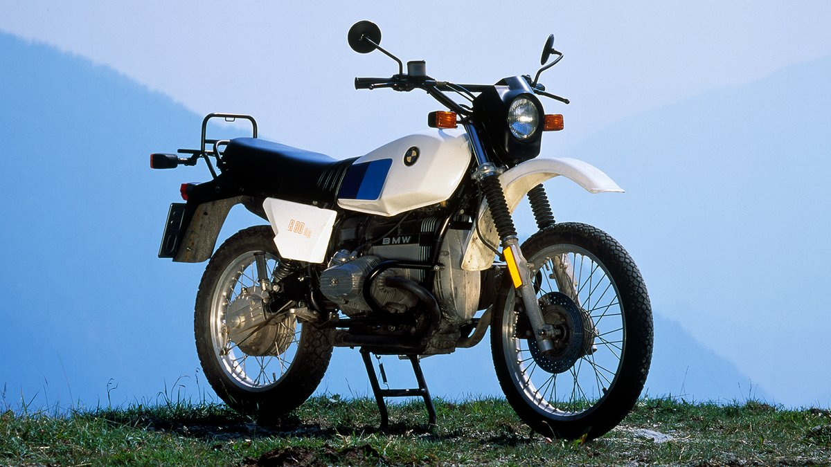 Built from 1980 to 1987, the R80G/S was the first GS, winning the race four times ('81, '83, '84, '85) and inspiring the bikes we ride today.   #MakeLifeARide#SpiritofGS #R80GS #40yearsofGS #Dakar2021 https://t.co/2qykeWElWr