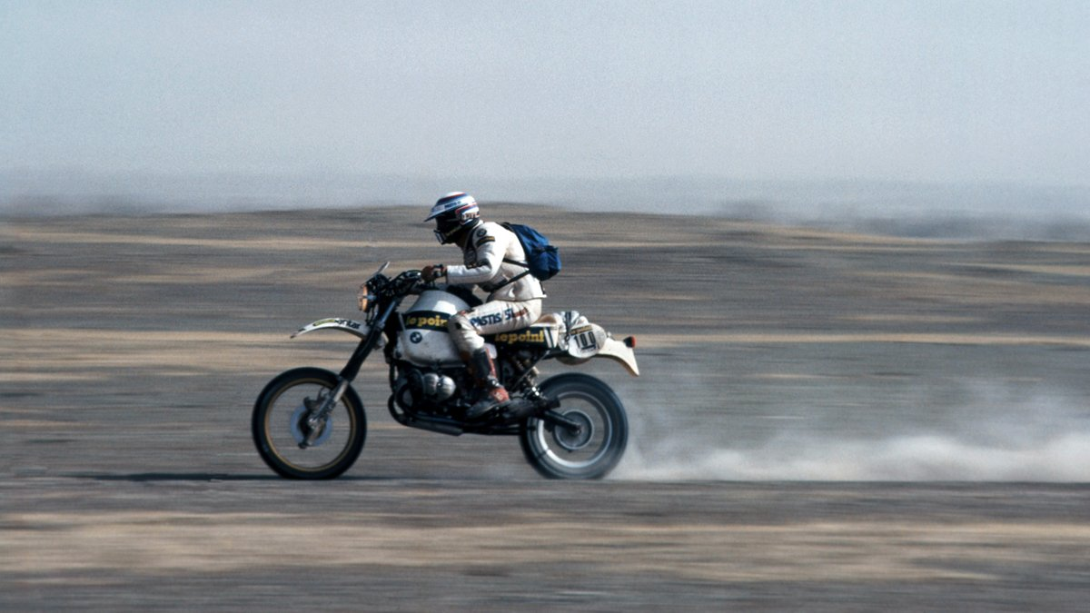 40 years later and the Gelände/Straße (Off-Road/On-Road) is still the epitome of adventure.   Click https://t.co/HIb8EvJCZp to start yours.   #MakeLifeARide #SpiritofGS #R80GS #40yearsofGS #Dakar2021 https://t.co/vIEaog4tQk